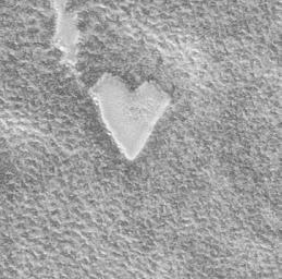 [Mars heart-shaped mesa - Width 255 meters (279 yards)]