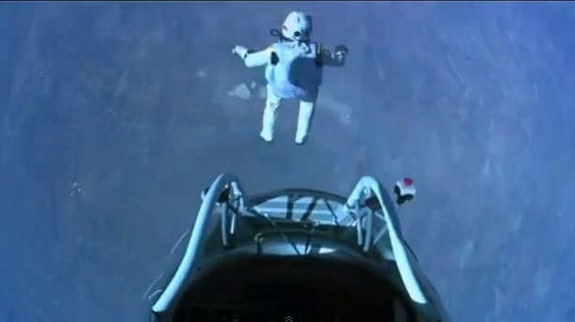 Baumgartner jumps.