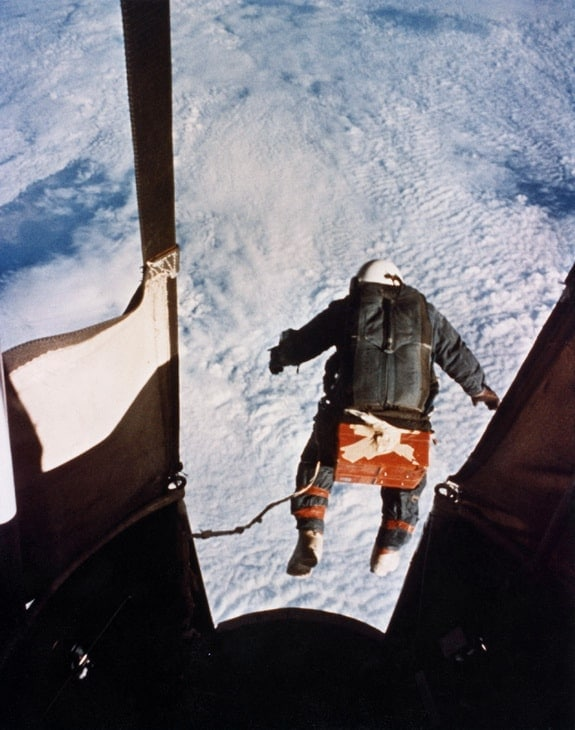 Kittinger jumps.